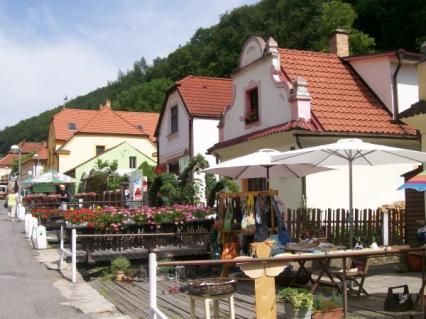 PRAGA i okolice (cykl artykułów): Karlsztejn - królewska twierdza ukryta wśród wzgórz